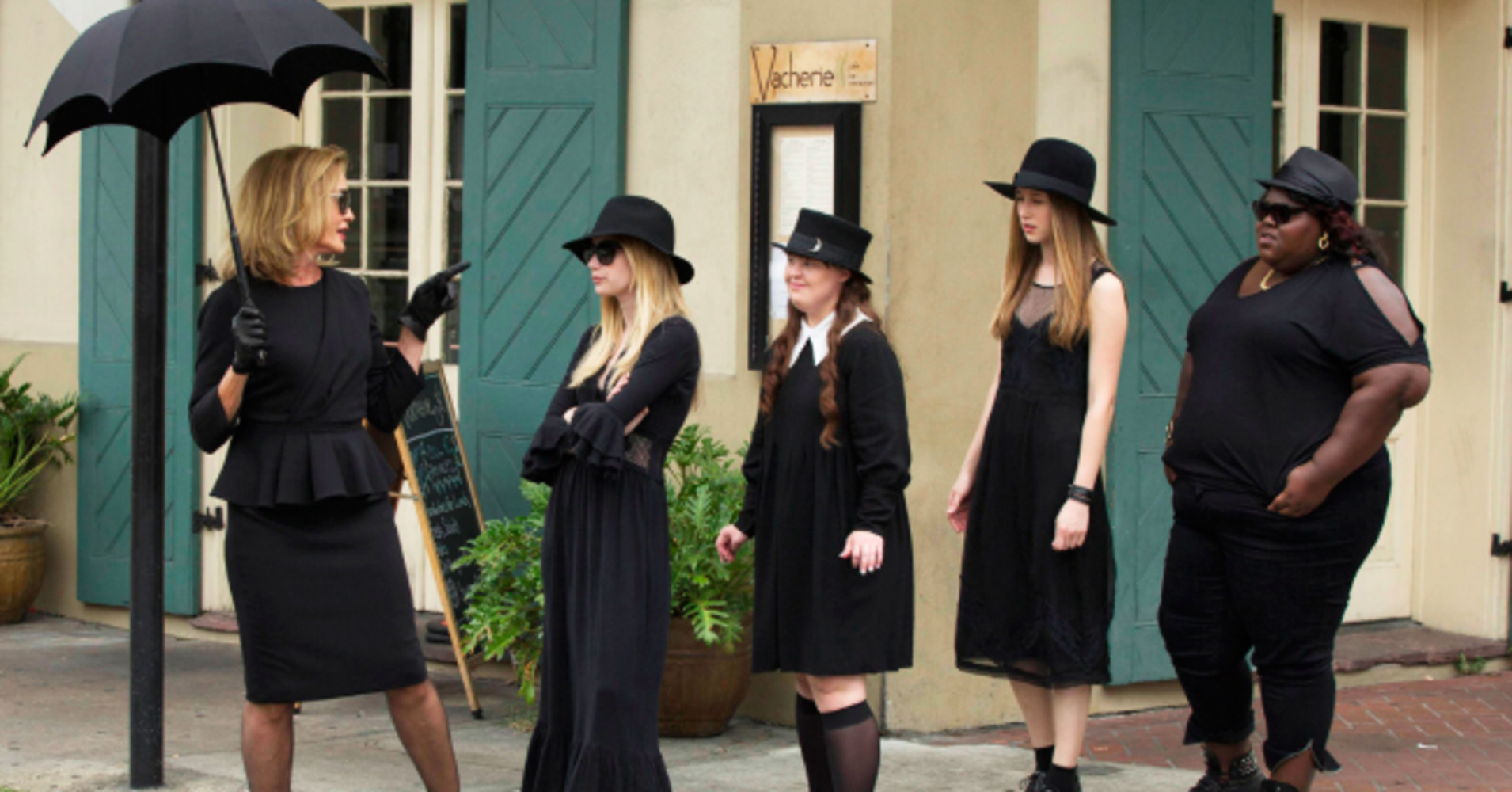 american-horror-story-coven-crossover-murder-house-coven