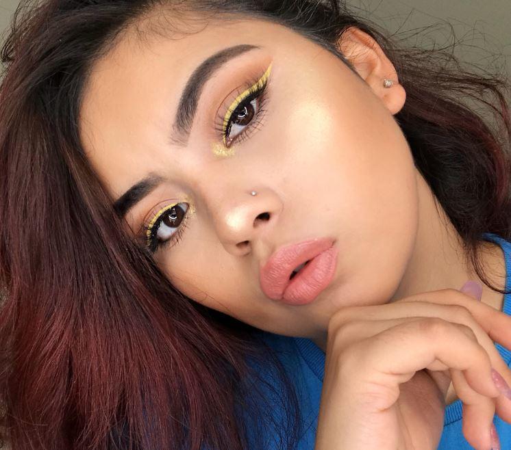 delineado-amarillo-para-morenas-maquillaje