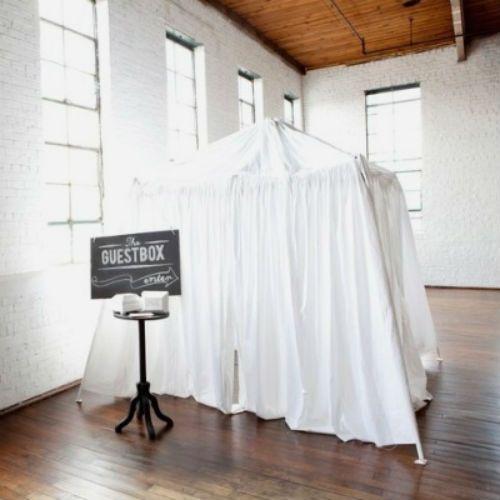 en lugar de poner un photo booth pon un video booth donde tus invitados puedan grabarte