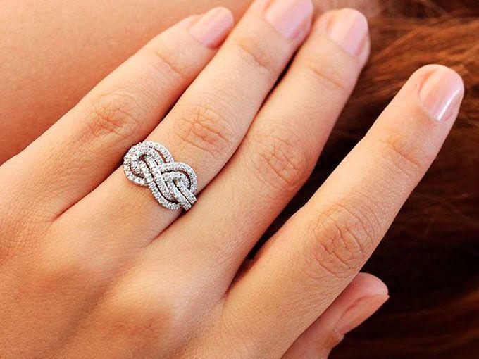 10 anillos de compromiso que de tradicionales no tienen nada