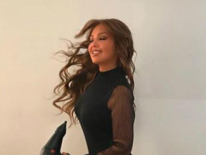 Thalía presume su envidiable figura y usuarios le critican algo insólito