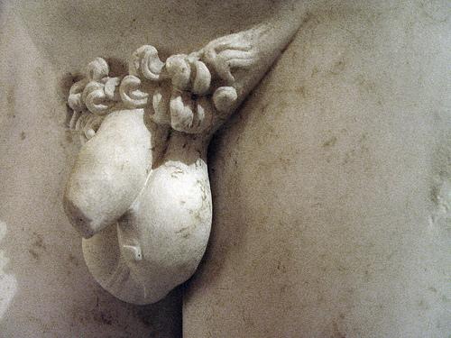 ¿Por qué los penes de las estatuas son pequeños? 839671449_7db870713a