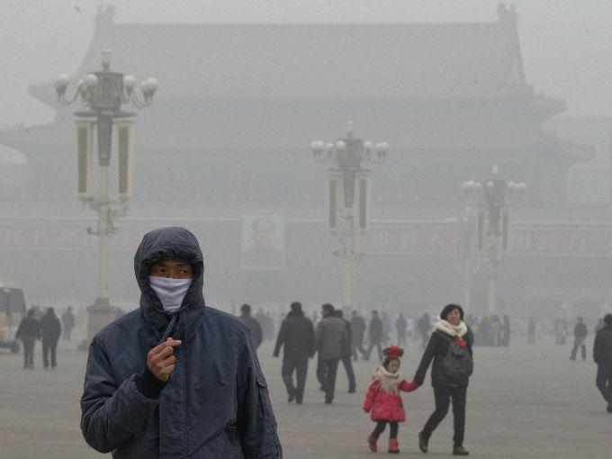 ¡No es broma! Empresas venden aire puro embotellado a China
