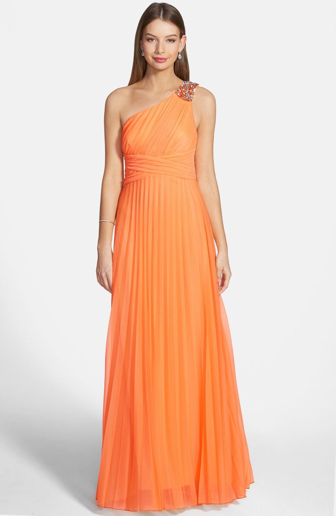 bc34235db Este vestido viene en varios tonos. El detalle de la cintura hace una linda  forma.
