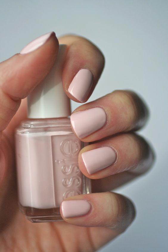 Este es el esmalte de uñas que la Reina Isabel II lleva años usando ...