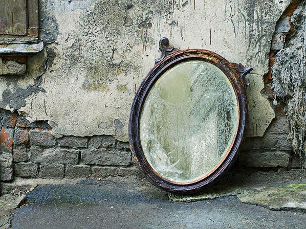 Eisoptrobia miedo a los espejos actitudfem for Espejo que se ve por el otro lado