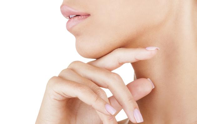 También puedes realizarlo de forma ascendente del cuello a la mandíbula inferior.