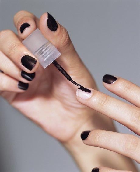 Как самой накрасить ногти двумя цветами