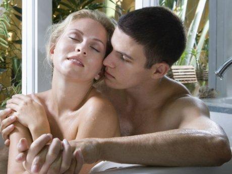 pareja_sexo_bano.jpg