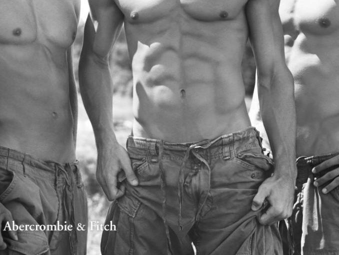 Обои для рабочего стола Три парня с голым торсом в рекламе джинсовой одежды