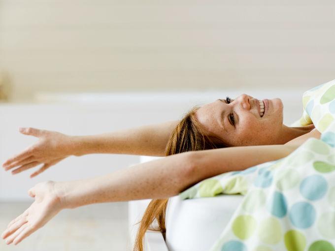 Hacer ejercicio para bajar de peso en la cama