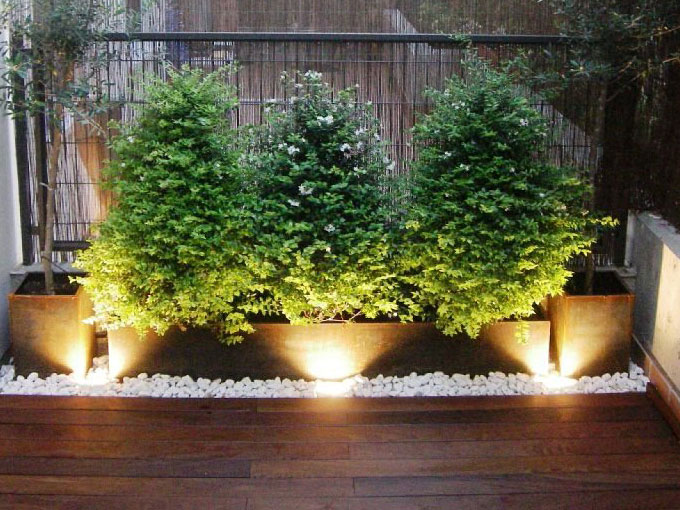 Ideas para decorar patios peque os actitudfem for Como decorar un patio con piedras