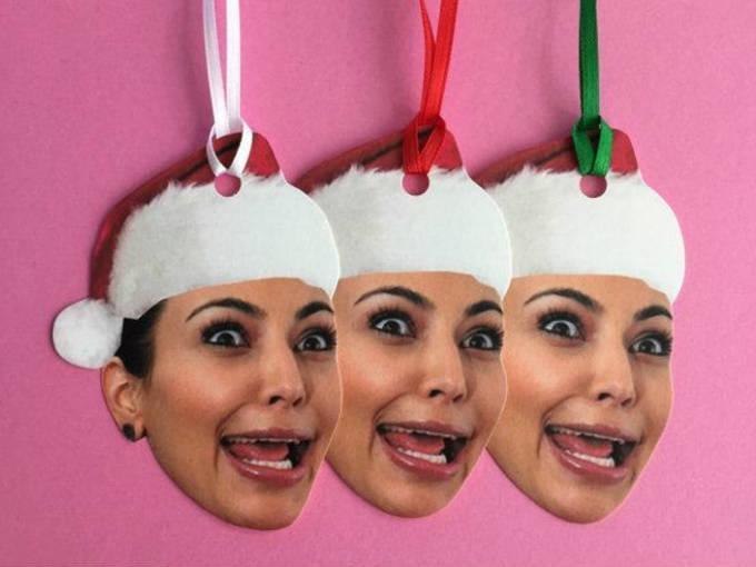 Tarjetas de Navidad. Para cuando NO quieres que espíen entre los regalos debajo del arbolito.