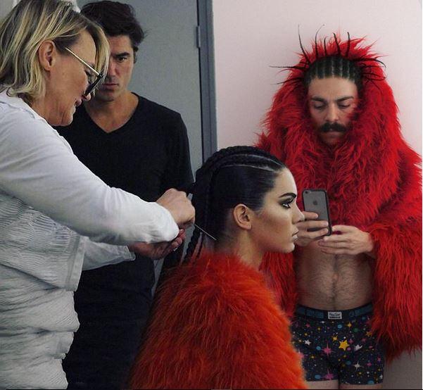 Apareció junto a Kendall en un desfile de modas que tenía como tema principal a Elmo.