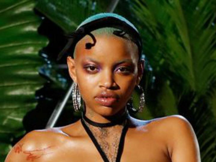 97e96b966 Modelo embarazada con lencería en la pasarela de Rihanna en NYFW ...