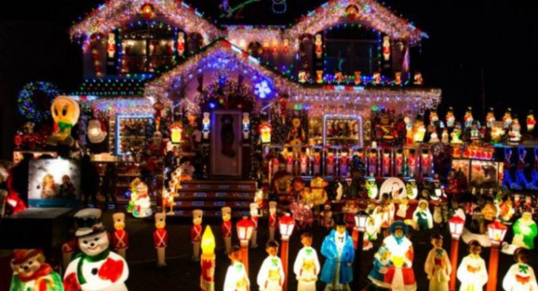 Gente Feliz En Navidad.La Gente Que Decora Antes De Navidad Es Mas Feliz Y Amigable