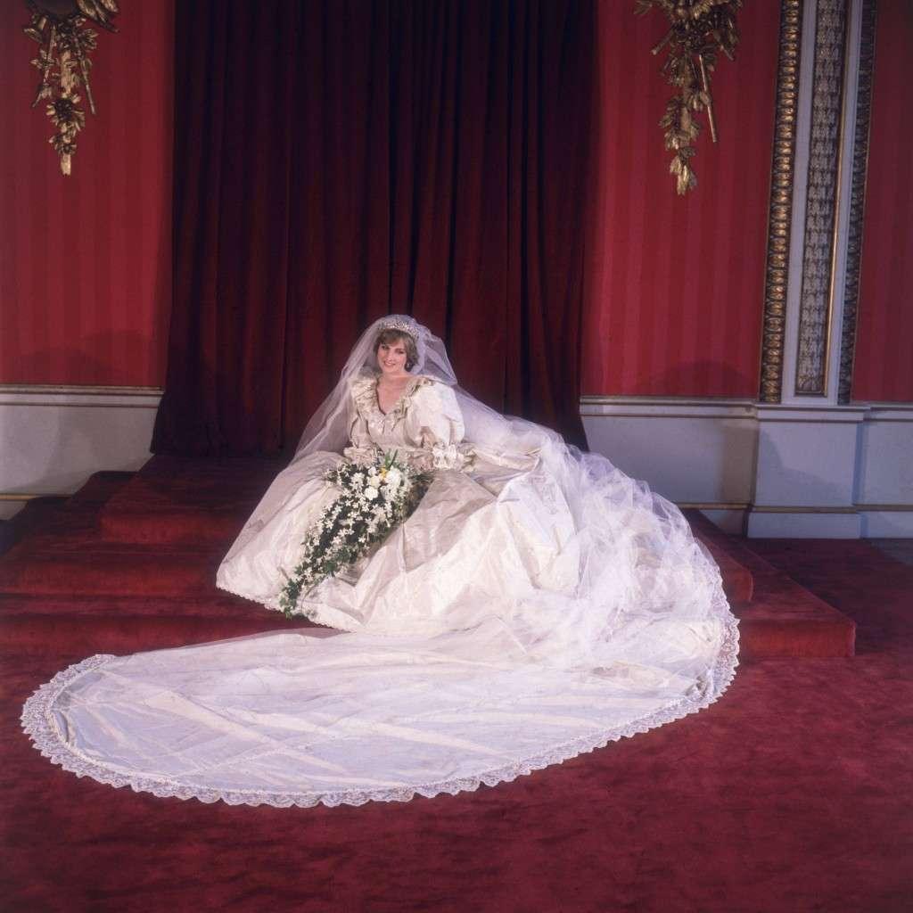 Curiosidades que nunca imaginamos sobre el vestido de novia de Lady ...