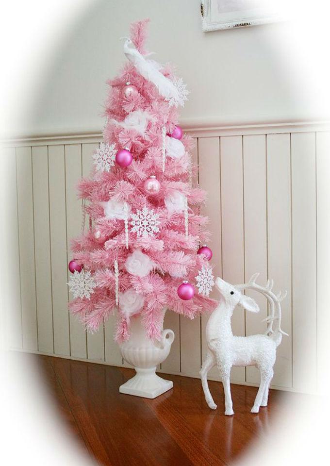 8 ideas de rboles de navidad que te encantar n poner este - Arboles de navidad rosa ...