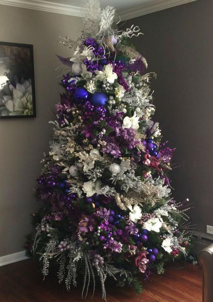 8 ideas de rboles de navidad que te encantar n poner este - Arbol de navidad morado ...