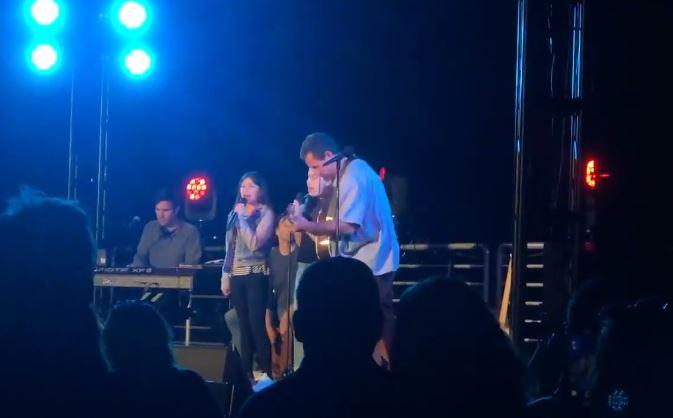 Adam Sandler canta con sus hijas canción de Taylor Swift
