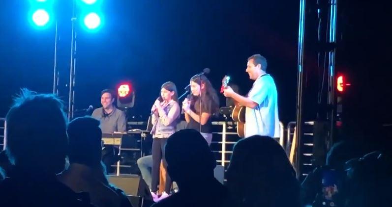 adam sandler canta con sus hijas cancion de taylor swift