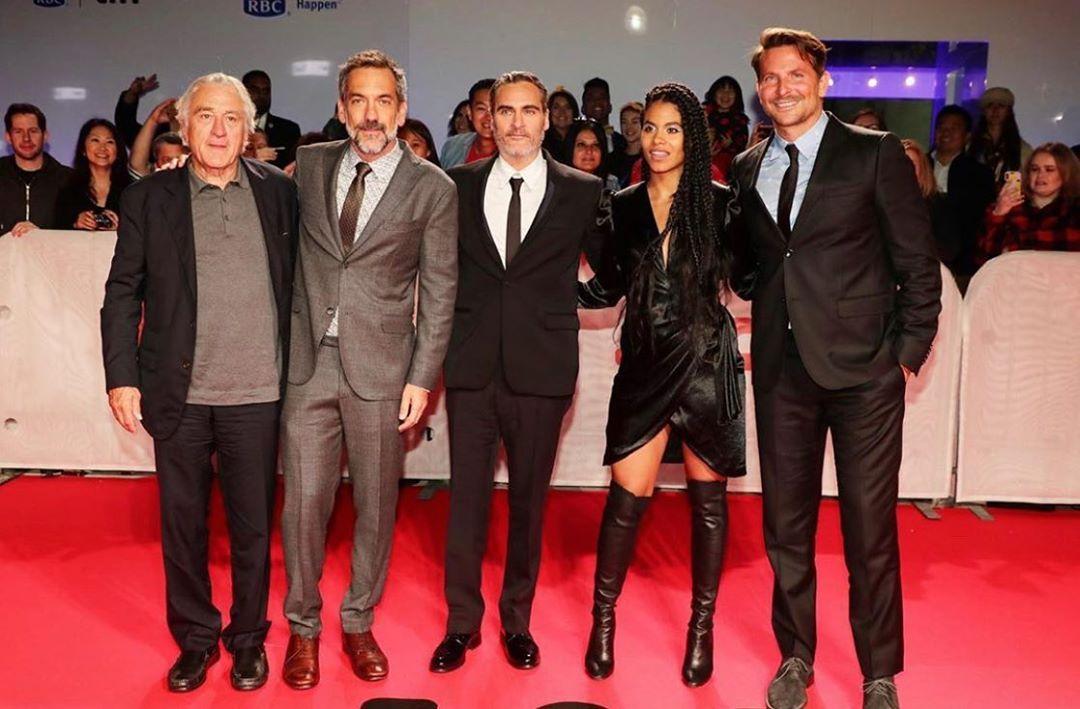 El director Todd Phillips junto a varios actores en el Festival de cine de Toronto