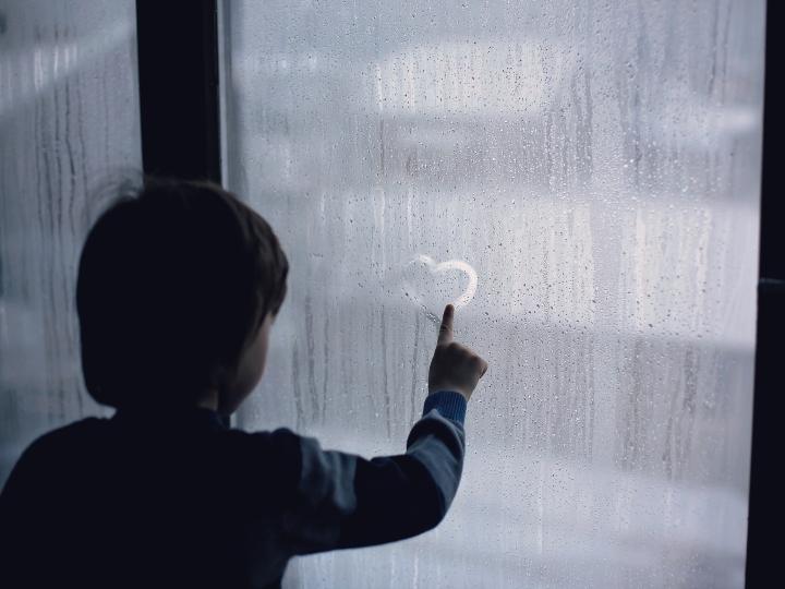 Las víctimas silenciosas del covid: los niños y su duelo | ActitudFem
