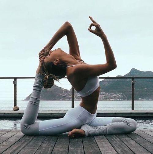 estudio-revela-las-mujeres-solteras-y-divorciadas-son-mas-saludables-yoga