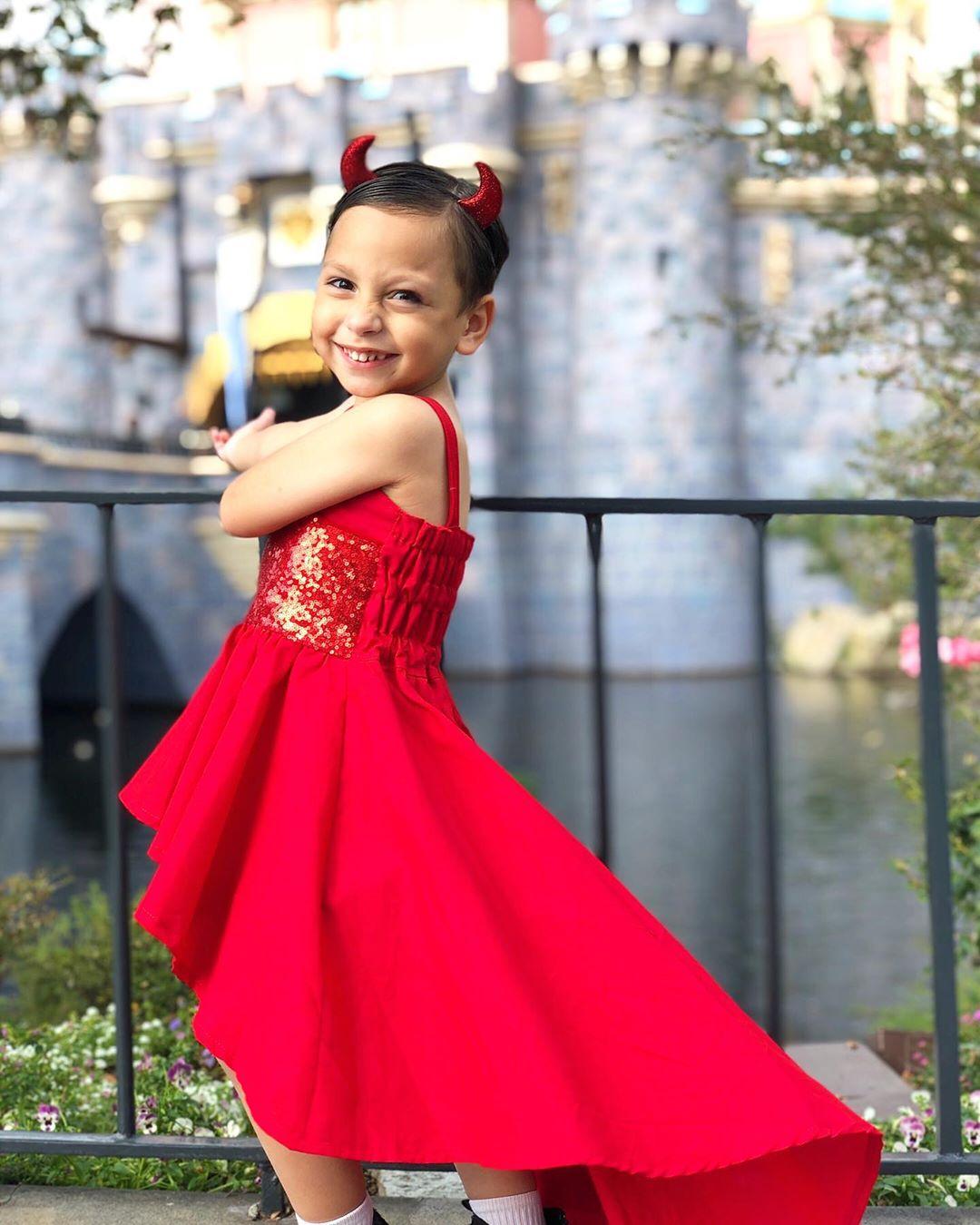 evan-mcleod-vestido-rojo
