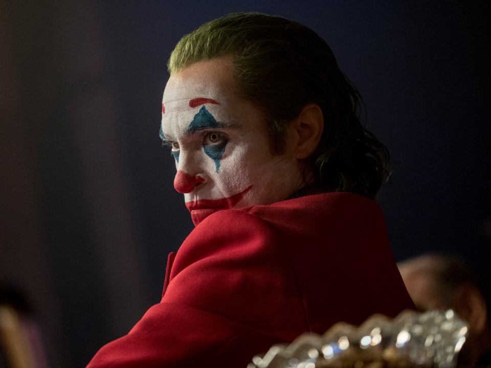 Joker mirando con desprecio a Murray Franklin