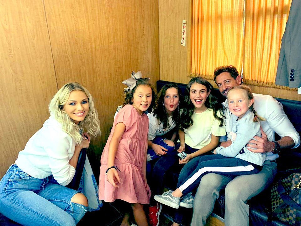 Gabriel Soto junto a su hijas
