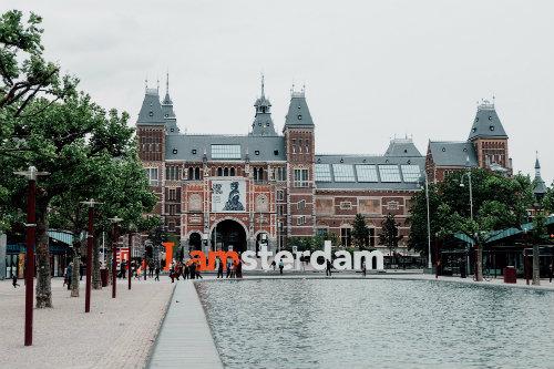 iniciativa-turismo-amsterdam-para-casarte-con-un-local