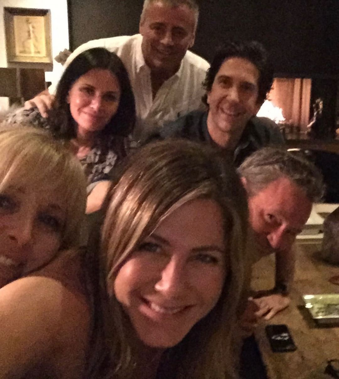 Selfie de Jennifer Aniston con el elenco del programa Friends