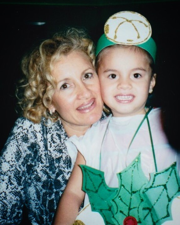 Foto de Sara Salazar al lado de su hija Sarita Sosa.