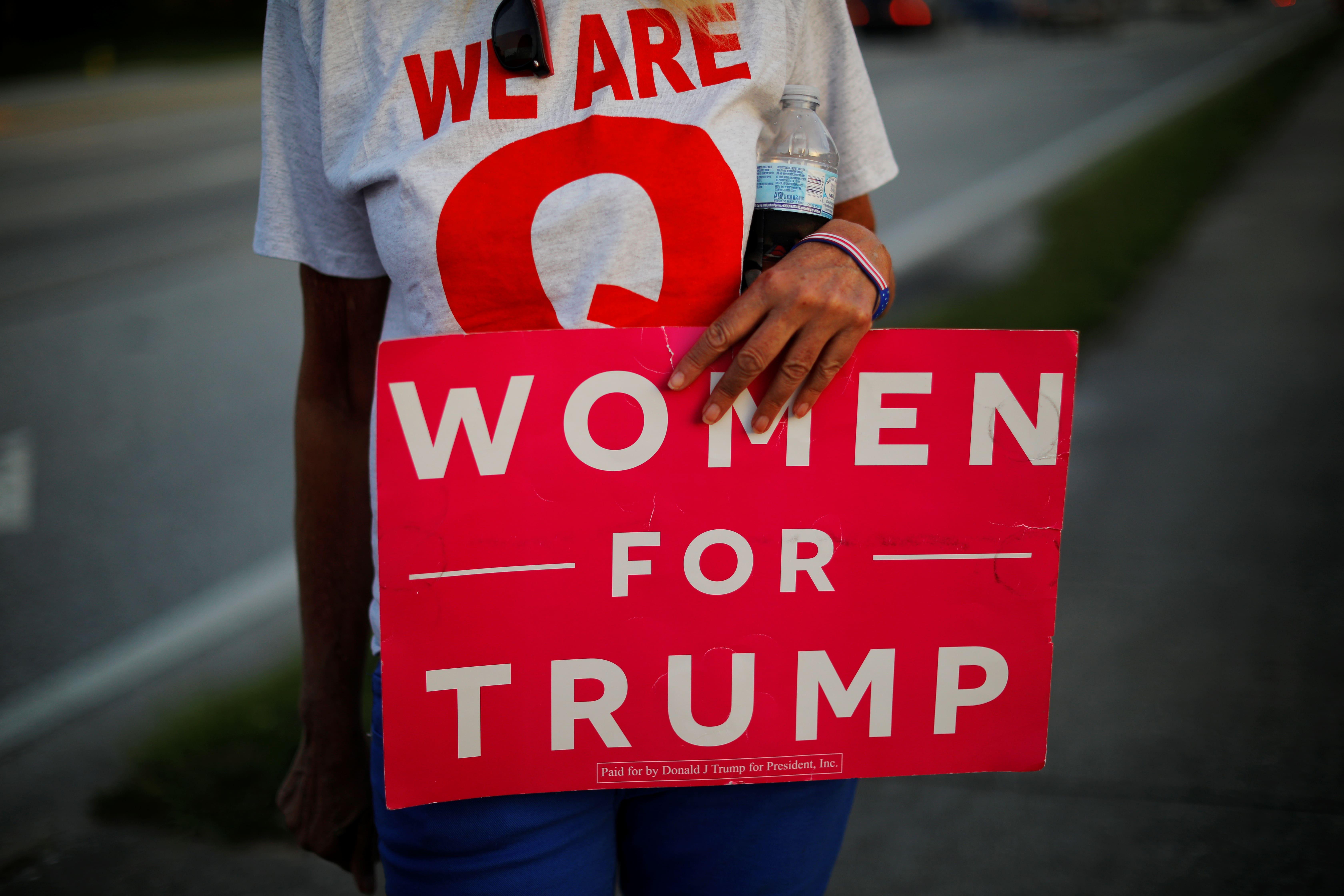 mujeres por trump cartel