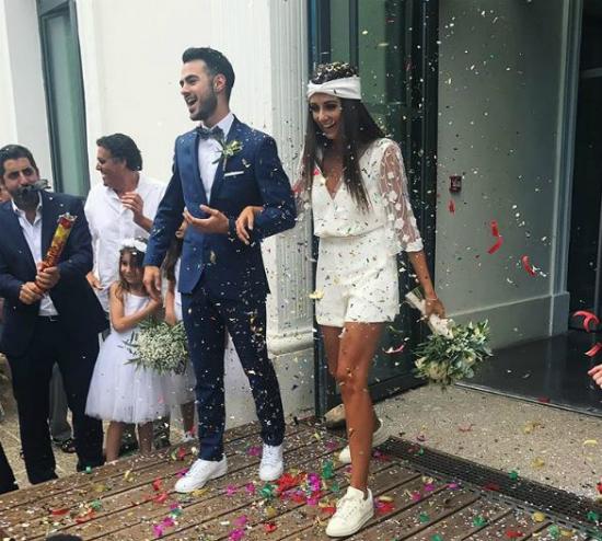 Esta novia se casó en short y tenis blancos y no pudo verse más espectacular