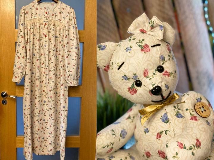Camisón con flores y oso de peluche hecho con el mismo material del camisón.