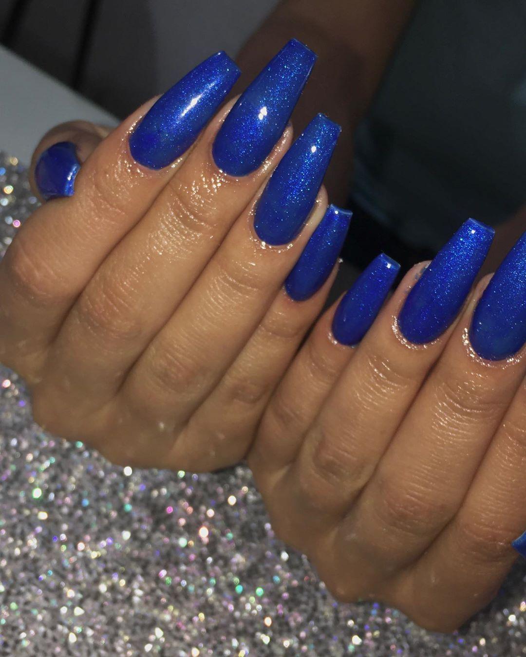 Diseño de uñas en azul clásico | ActitudFem