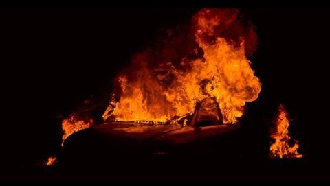 escena-del-documental-paradise-en-llamas