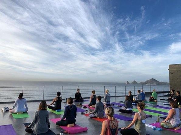 Foto de clase de Yoga al aire libre