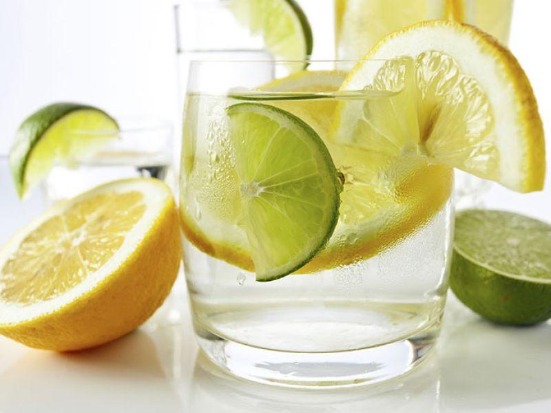 agua limon y pimienta para adelgazar