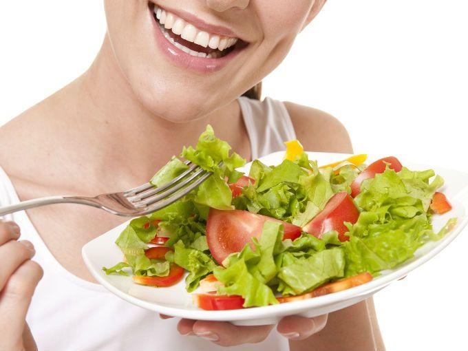 Mientras más colorido sea tu plato, es más saludable. Así que agrega verduras de todos colores.