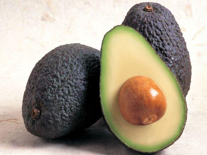 Los aguacates son de los mejores carbohidratos para subir de peso, además añaden sabor a cualquier platillo.