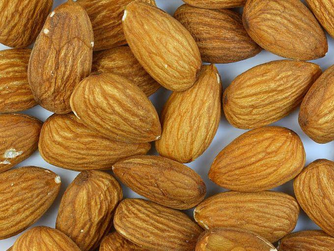 La grasa de las almendras es excelente para tu cuerpo. No dejes de consumir nueces y semillas también.