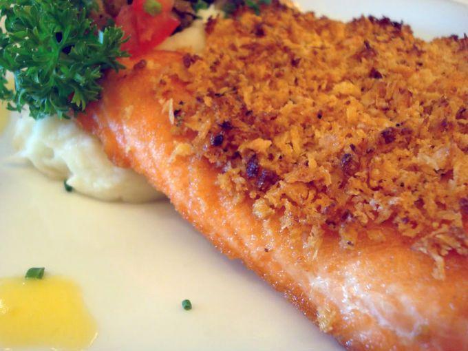 El salmón es de los mejores alimentos para subir de peso, es increíblemente saludable y contiene muchos nutrientes y grasas necesarias.