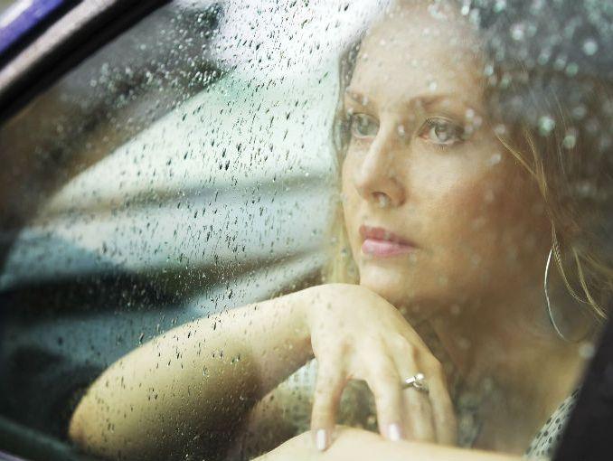 Resultado de imagen para pareja en auto mientras llueve