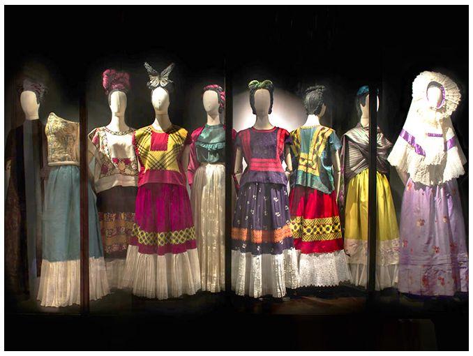 Exposición Las Apariencias Engañan Vestidos De Frida Kahlo