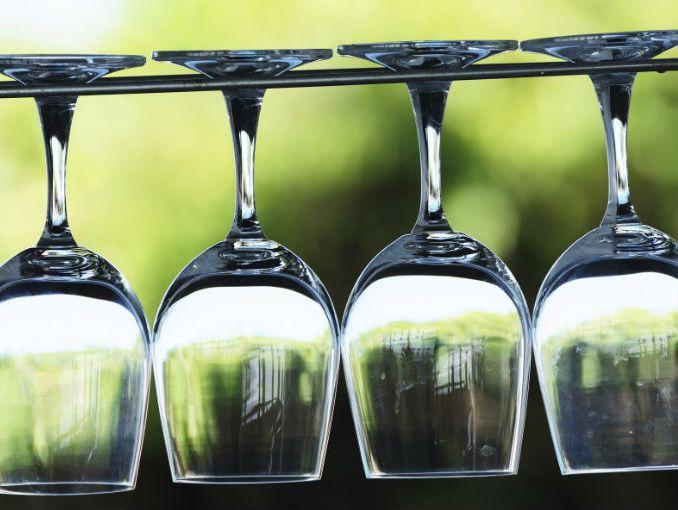 En que copa va cada vino actitudfem for Copas y vasos para bar