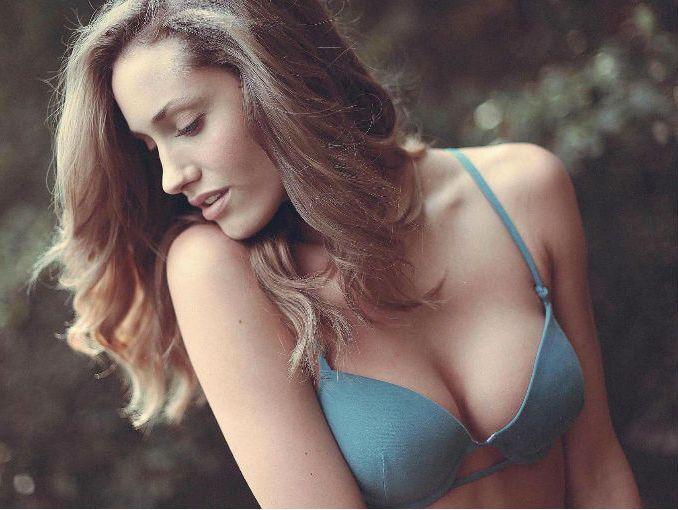 Madura de grandes senos - 2 1