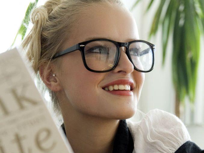 4f365b7604 Usar lentes te ayuda a conseguir trabajo